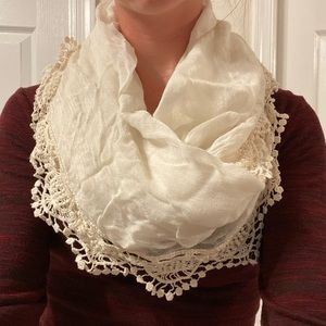 Cream scarf with lace trim